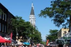 La rue Wellington et le clocher de l'église Notre-Dame-des-Sept-Douleurs